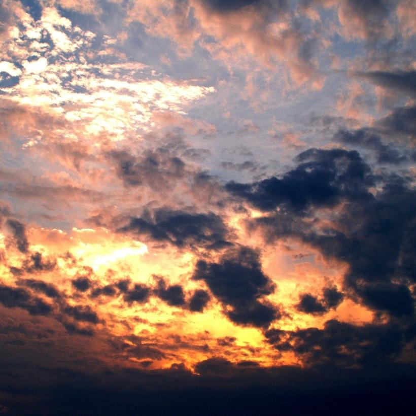 clouds-142299_1920