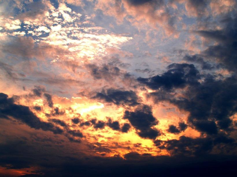 clouds-142299_1920.jpg